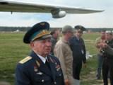 Герой Советского Союза В.В.Решетников после полета на бомбардировщике В-25 Mitchell