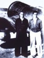 Прибывшие в Ухань советский советник и летчик-доброволец в конце 1937 года у истребителя И-16