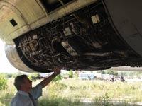 С правой мотогондолы Ту-144Д 77115 утилизаторы срезали капоты