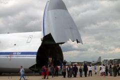 Ан-124 с поднятой носовой частью