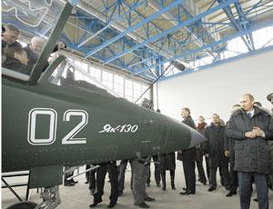 Штурвал этого самолета Владимир Путин уступил преемнику