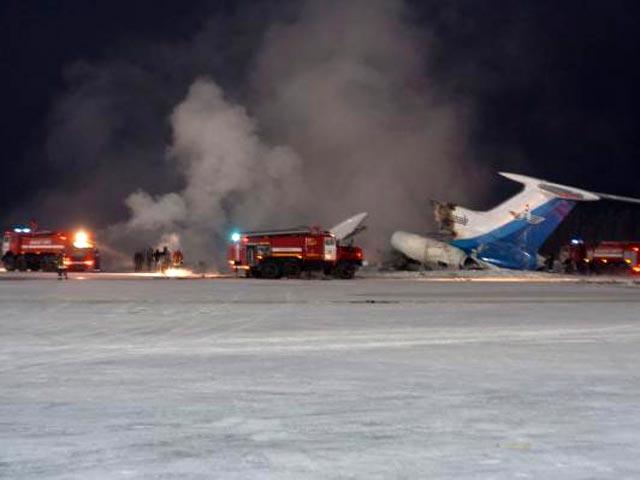 """В январе 2011 года из-за короткого замыкания произошло возгорание Ту-154Б компании """"Когалым Авиа"""" в аэропорту Сургут, из-за которого погибли три человека."""