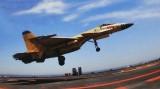 """проход китайского палубного истребителя J-15 над авианосцем """"Ляонин"""""""