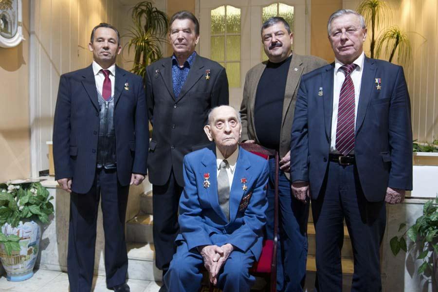 М.Е.Ефимов с героями