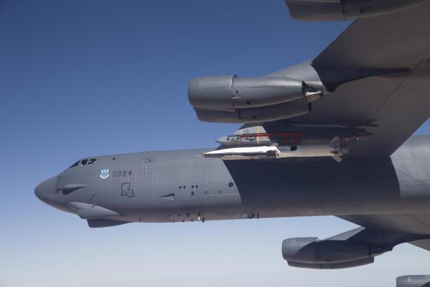 X-51A Waverider под крылом B-52