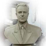 Бюст дважды Героя Советского Союза В.И.Попкова