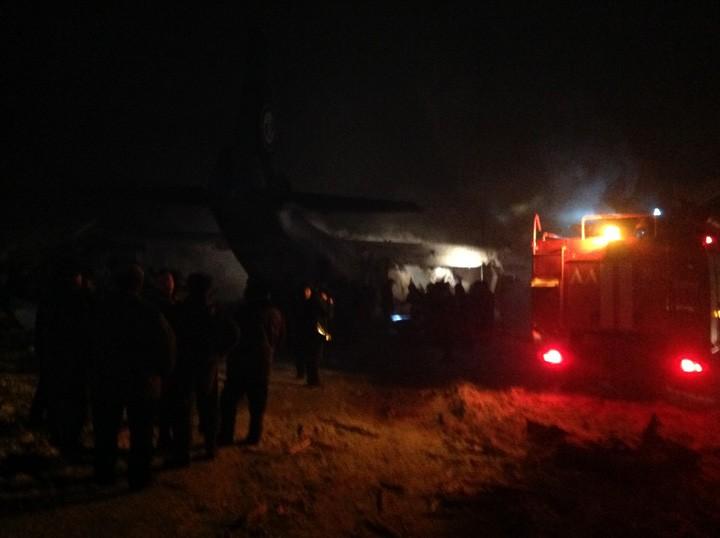 Место катастрофы Ан-12.Фото: МЧС
