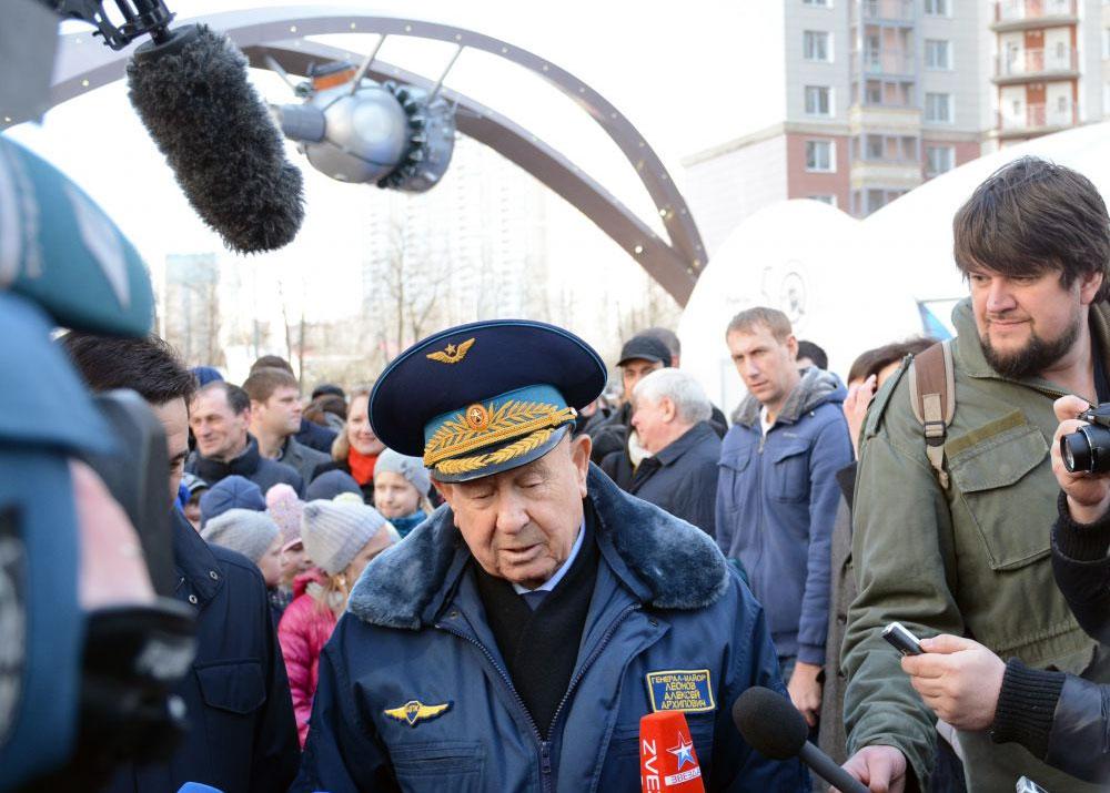 Алексей Леонов открыл в Красногорске Аллею космонавтов