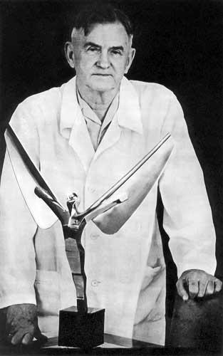 Генеральный конструктор самолетов, Герой Социалистического Труда О.К. Антонов. И. Костин. Советское Фото, № 01 за 1977 г.