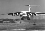 Взлет первого опытного самолета Ил-76