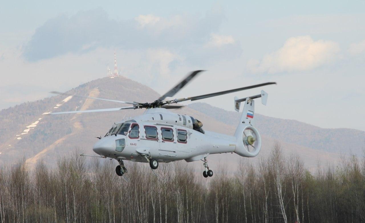 Фото полета первого опытного образца (ОП-1) среднего многоцелевого вертолета Ка-62. 28 апреля 2016 г.