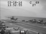 Аварийцная посадка E-2C на палубу