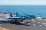 Тренировочная посадка Су-33 на палубу ТАВКР «Адмирал Кузнецов», 2011 год