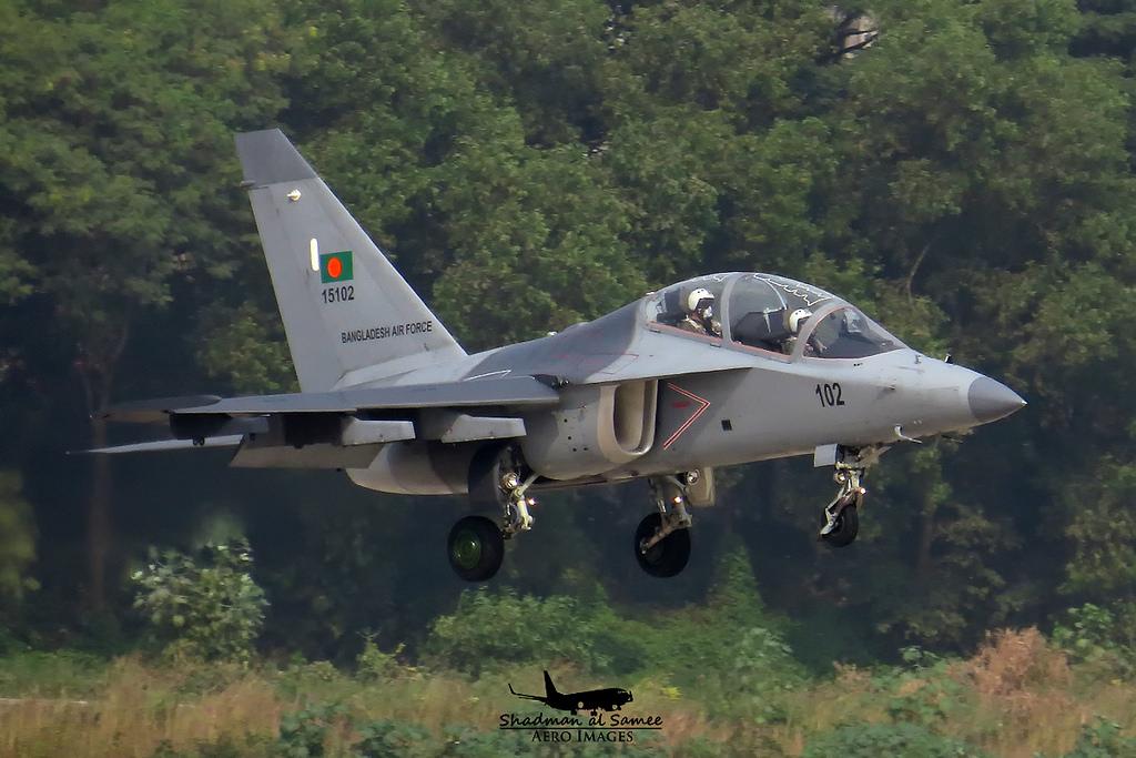 Разбившийся 11.07.2017 учебно-боевой самолет Як-130 (бортовой номер 15102, серийный номер 130.12.02-0102) из состава 21-й эскадрильи ВВС Бангладеш.