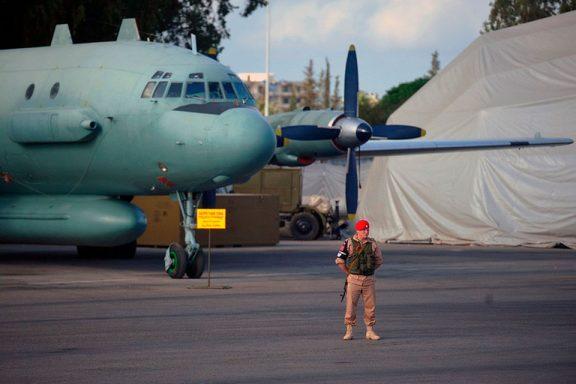 Самолет Ил-20М1 ВКС России на авиабазе Хмеймим, май 2016 года (с) Виктор Гусейнов / www.kp.ru