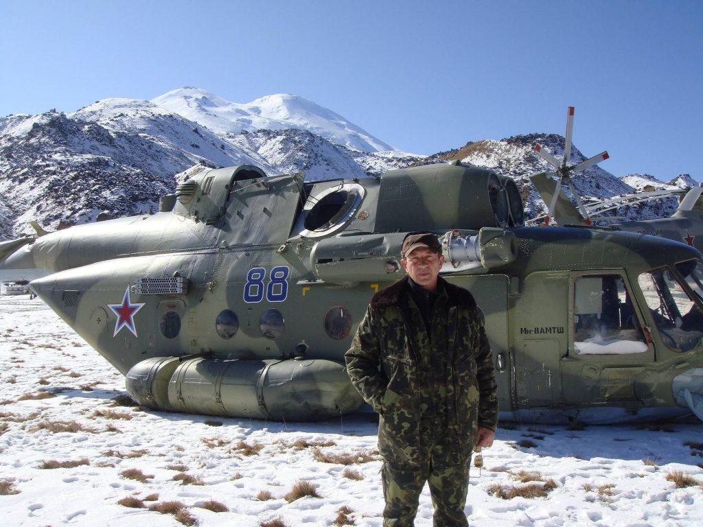 На горе Эльбрус рядом с упавшим вертолетом Ми-8АМТШ, июль 2010 года