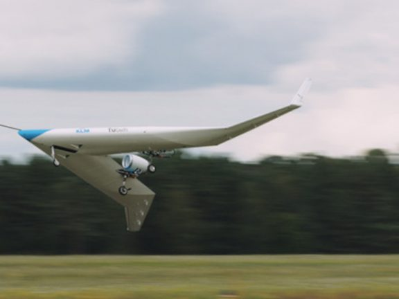 Модель самолета с комбинированным крылом Flying-V